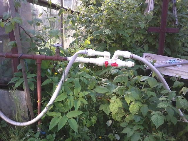 Пример подключения шлангов для полива к трубе