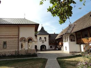 Polovragi Manastirea