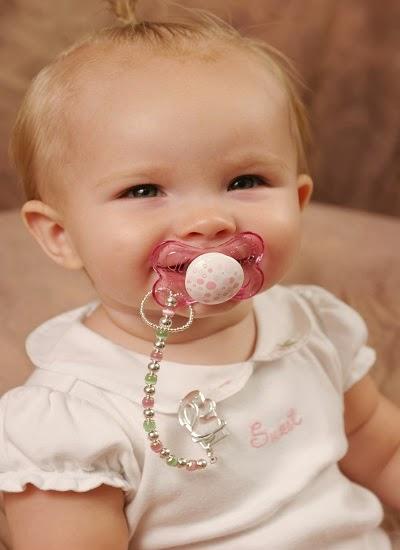 Photo bébé avec sucette