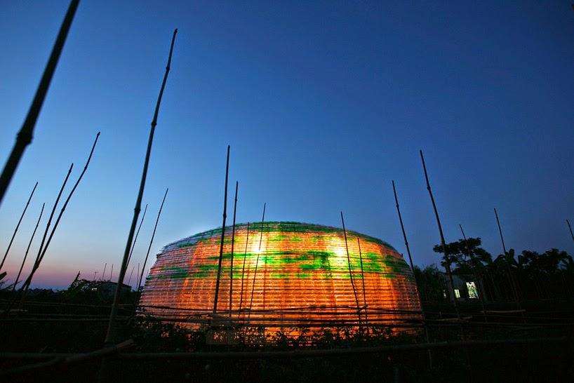 Modulo de Bambu y Botellas de Plastico Descartables para Agricultura