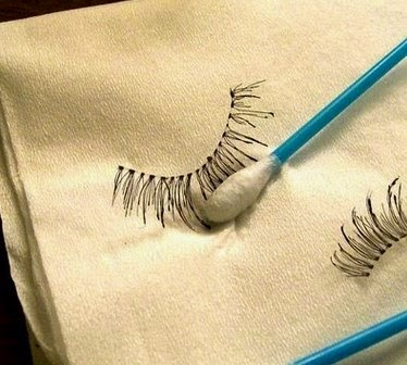 Cách gỡ và vệ sinh lông mi giả đúng cách