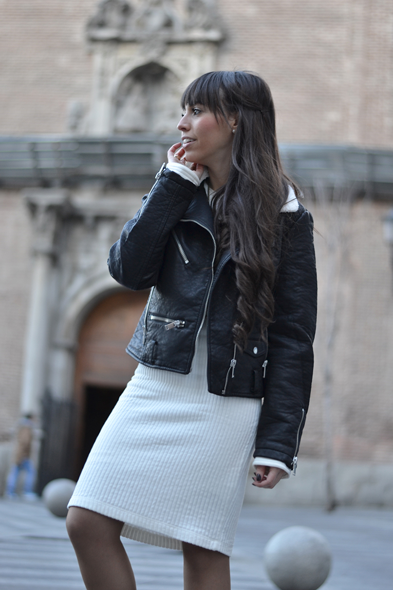 Street Style midisweatter dress, comfy boots, leather black jacket