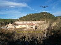 Vista de la Colònia de Sant Esteve des de l'altra banda del riu