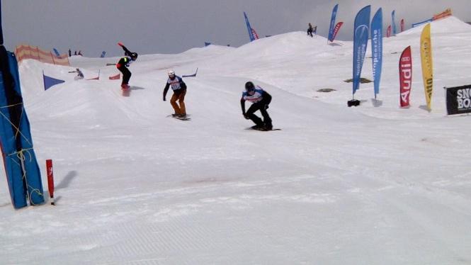 Snowboardercross op het Snowfest 2014 ging helemaal los. Wie ging er als snelste naar beneden.
