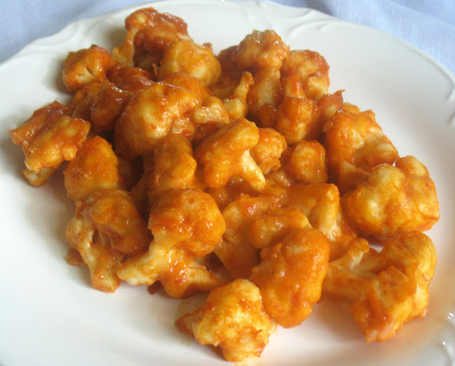 Cauliflower Bites with Sriracha Sauce