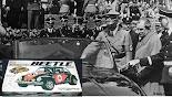 Ο Φέρντιναντ Πόρσε με τον Χίτλερ ο οποίος θαυμάζει το δώρο του για τα 50α του γενέθλια: ένα Volkswag...