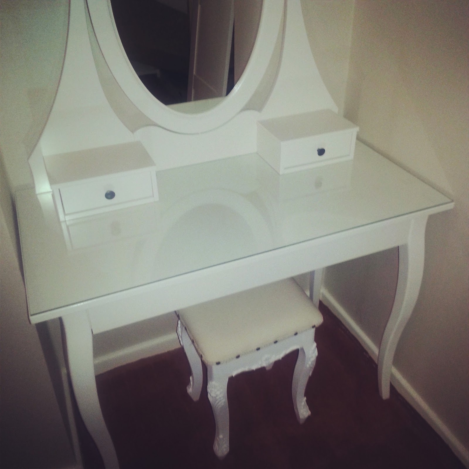 White french dressing table
