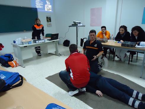 21/02/2011- PROTECCIÓN CIVIL DE ATARFE IMPARTE EL CURSO DE PRIMEROS AUXILIOS