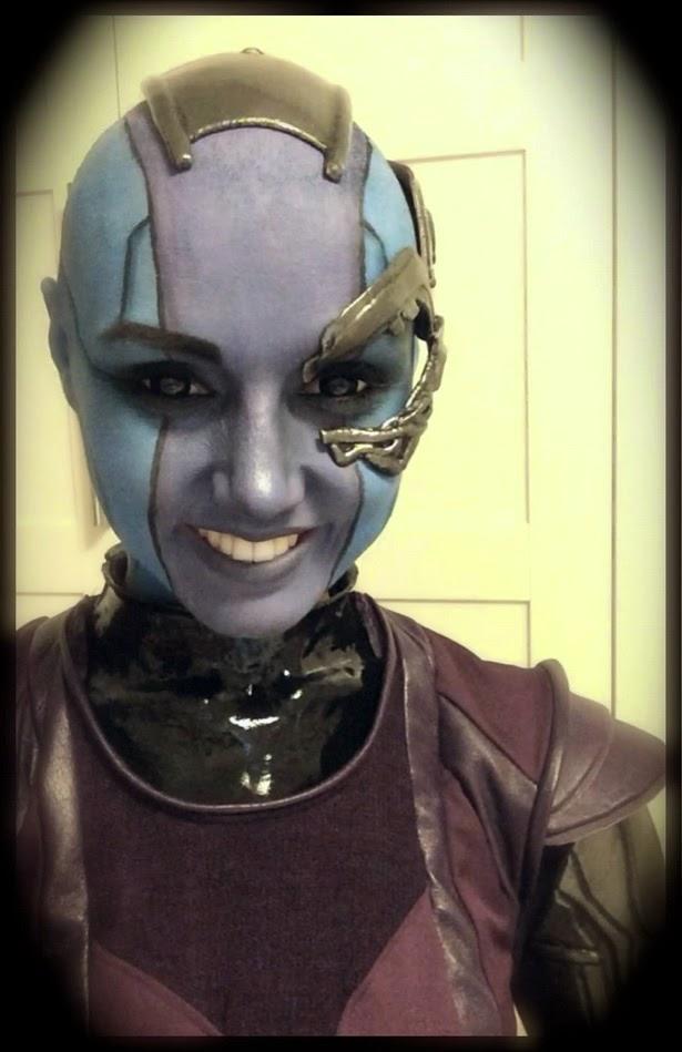 Chica disfrazada de Nébula de 'Guardianes de la Galaxia'