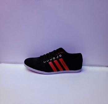 sepatu adidas warna hitam merah,