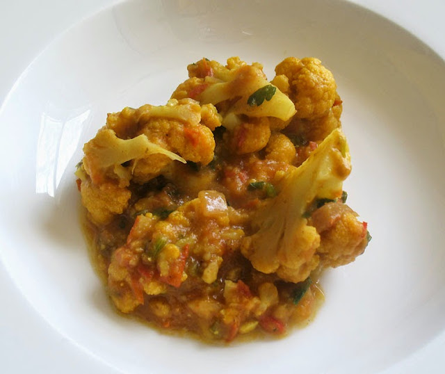 indian-style cauliflower in tomato gravy