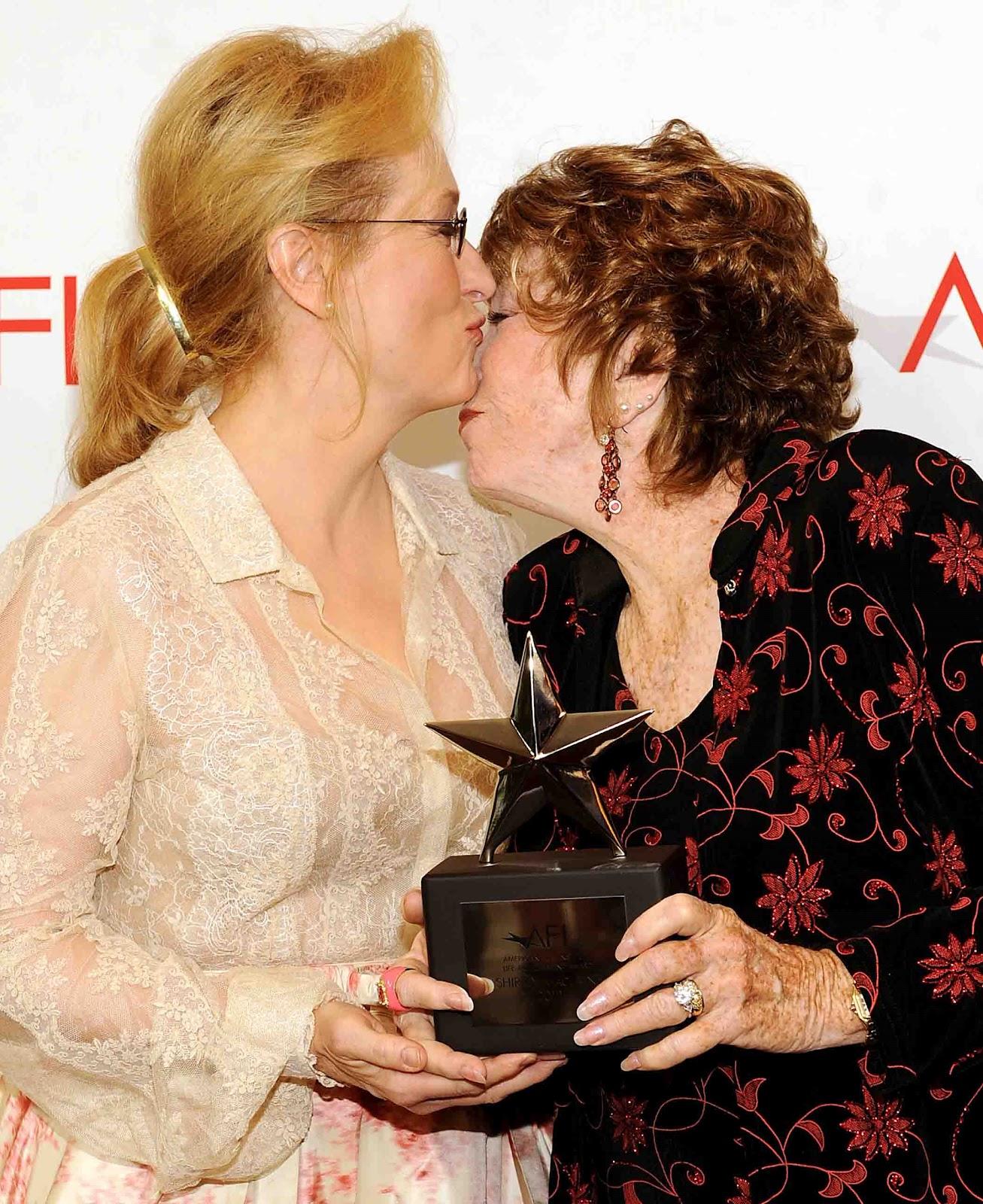 http://3.bp.blogspot.com/-YquSCqFa5zs/T9ThHz7pPVI/AAAAAAACdbA/PKo8bG8u6oA/s1600/Meryl+Streep+And+Shirley+MacLaine.jpg