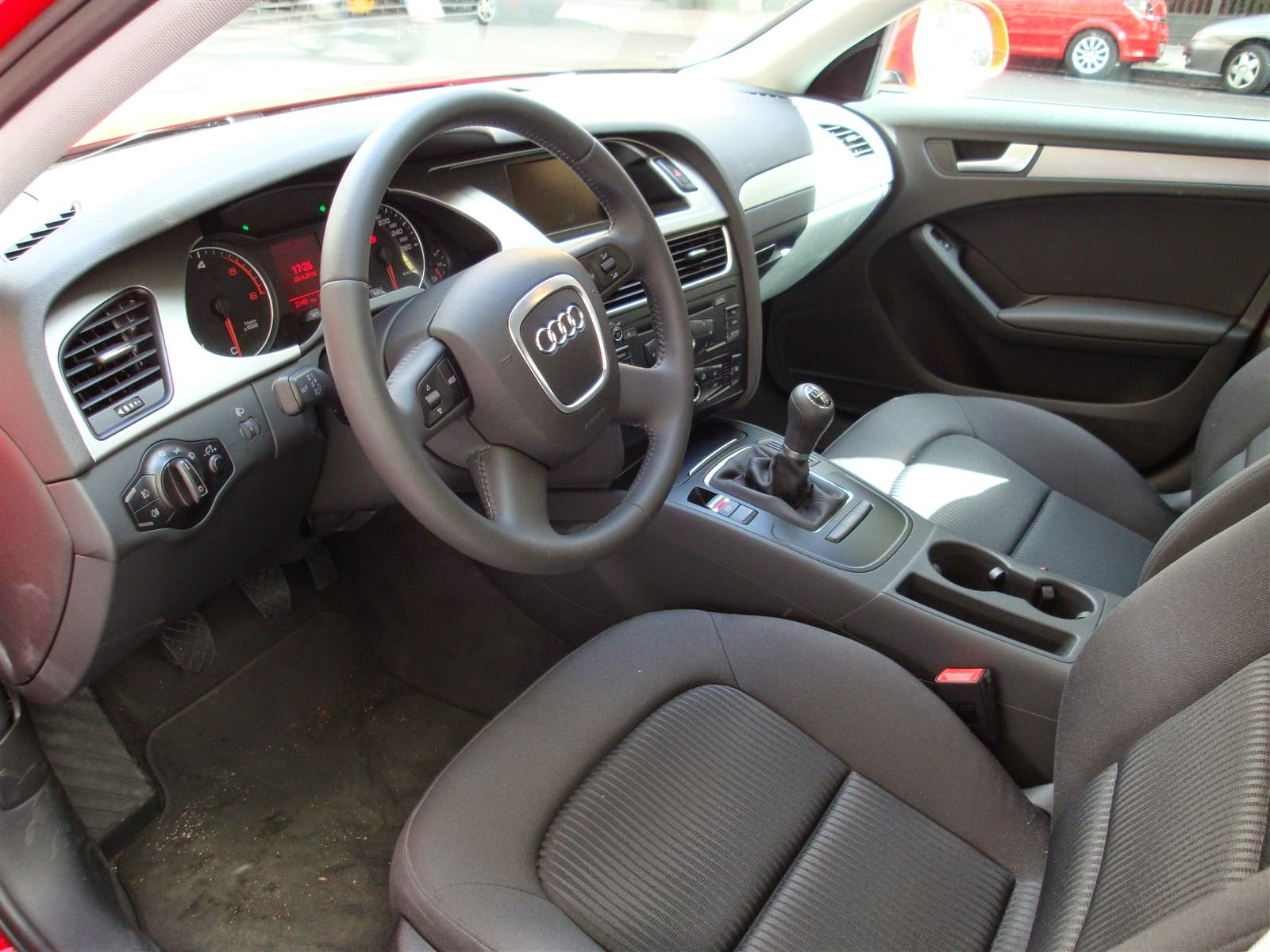Audi A4 2.0 TDI 120 CV interior