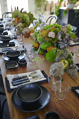 Louesa Roebuck foraged wild centerpiece flora photo by Julia Spiess