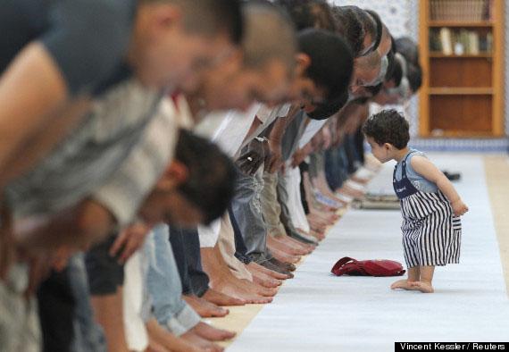Gaya Berbusana Muslim Hijaber Modern, anak kecil lucu belajar sholat - MizTia Respect
