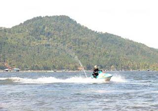 Permainan Jet Ski di Wadukdarma
