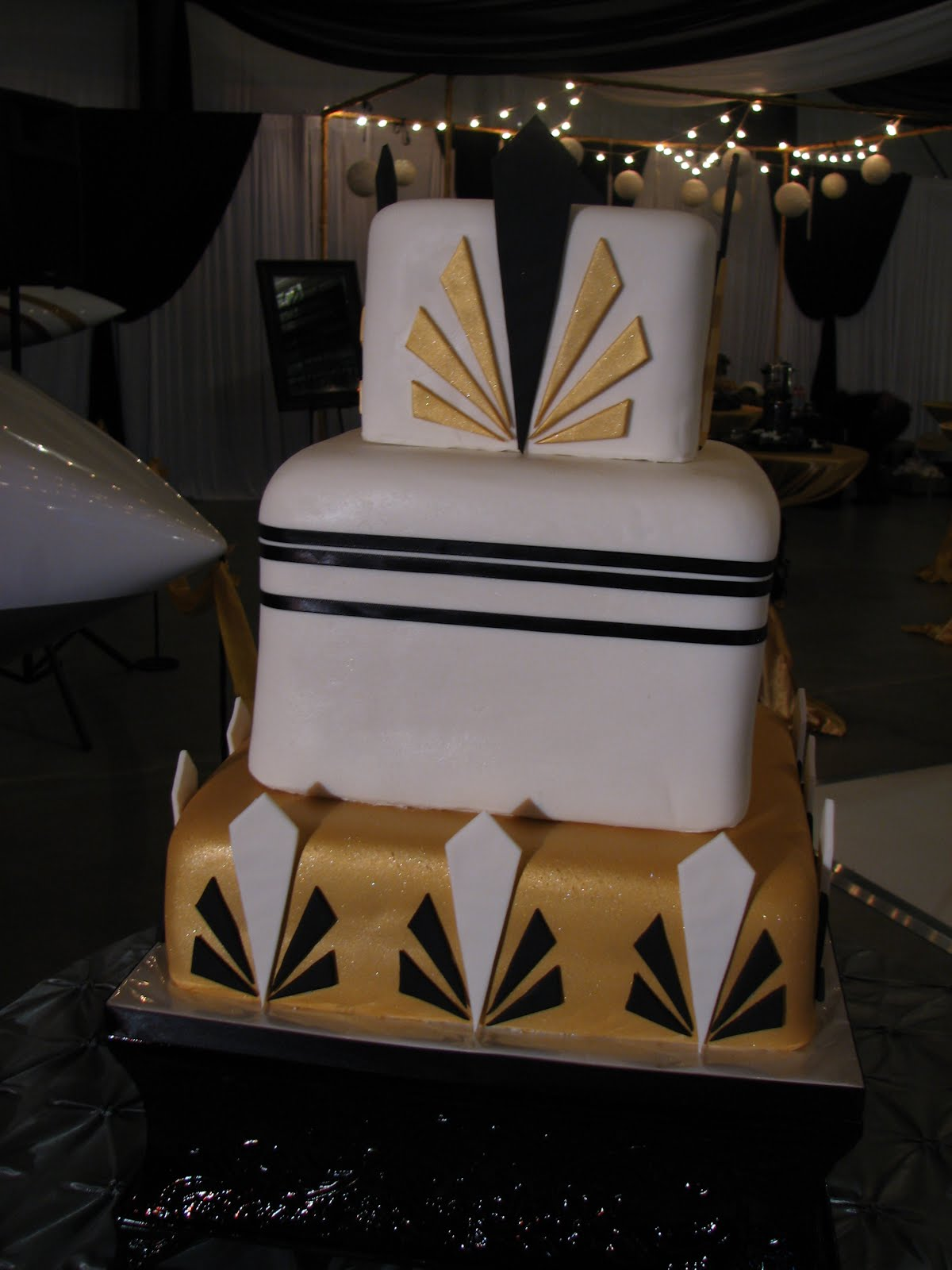 Art Deco Design Cake : Decadent Designs: Allie and Dillon s 1920 s Art Deco ...