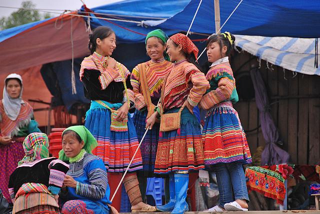 Meet friends at Bac Ha market