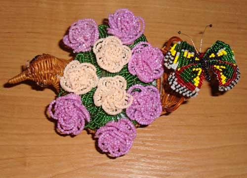 Цветы изготовленные из бисера с подробной схемой плетения бисером.  Фото красивых и разнообразных цветов...