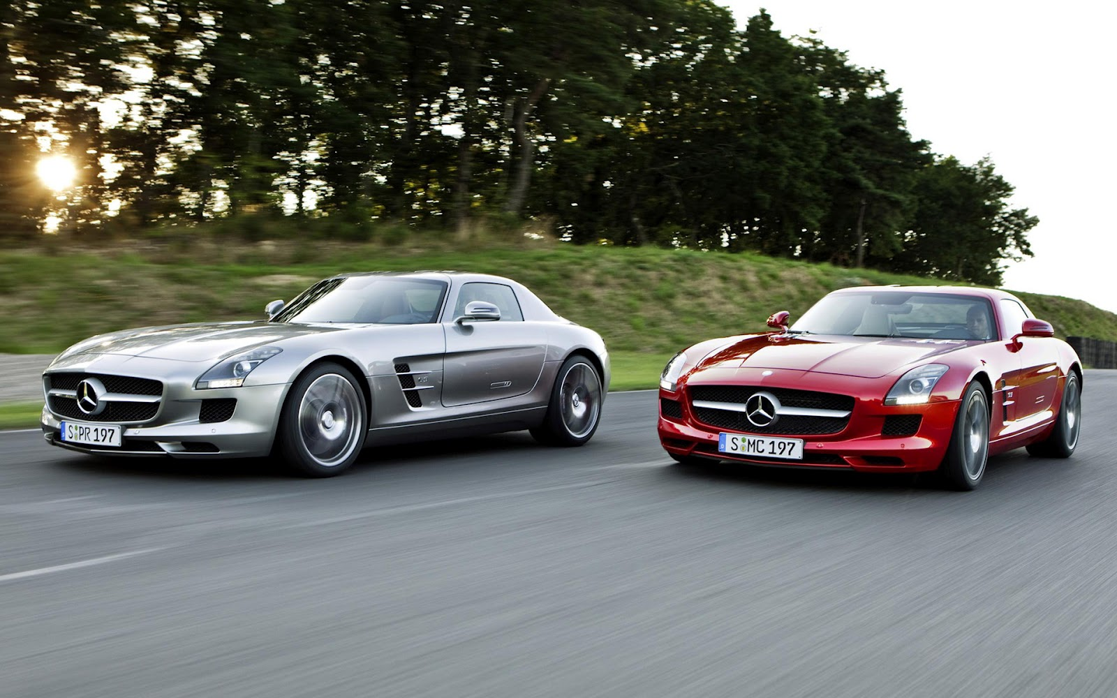 http://3.bp.blogspot.com/-Ys0k6KDS5X4/T51zQQ9W4eI/AAAAAAAAbJY/Eu21MtvzcRY/s1600/Mercedes-Benz-AMG-SLS_05.jpg