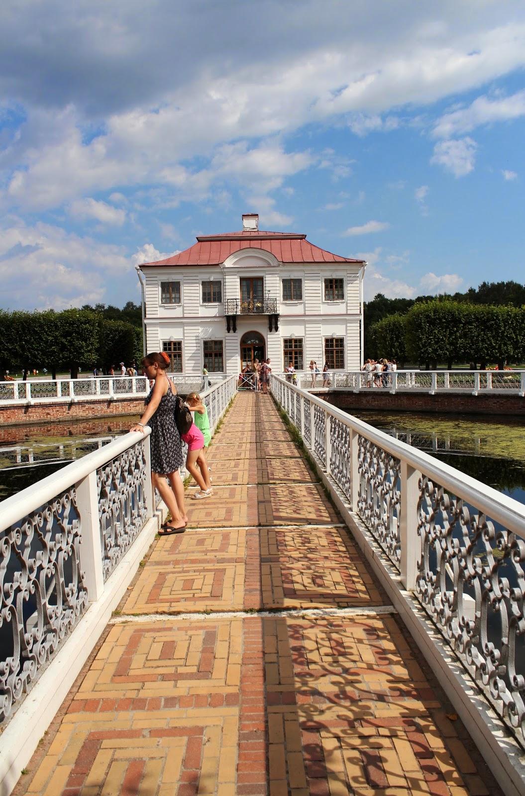 мосты и дома Петергофа