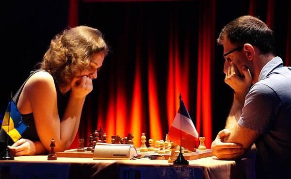 Ronde 5 du Trophée d'échecs Karpov 2015 : dans une finale de Fous de couleurs opposés, le Français Tigran Gharamian fait preuve d'une belle technique pour dominer l'Ukrainienne Anna Muzychuk - Photo © Capechecs
