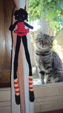 Muñeca pata larga