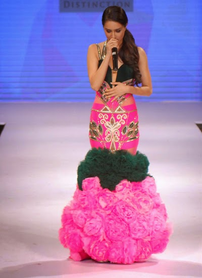 Shraddha Kapoor showstopper for Gitanjali Gems at the IIJW 2014