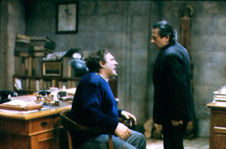 Roman Polanski as Police Inspector interrogates his idol Onoff (acted by Gérard Depardieu), A Pure Formality (1994) aka Una pura formalità, Directed by Giuseppe Tornatore
