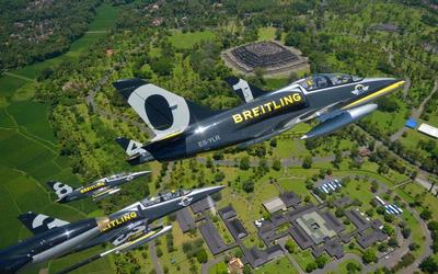 Hari Sabtu Breitling Jet Team Akan Aerobatik di Langit Jakarta