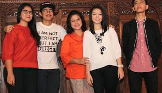 Foto Selvi dan Gibran dan Keluarga