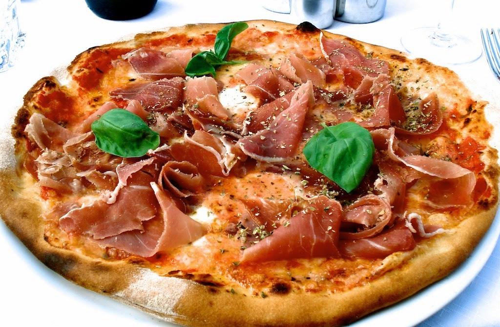1 recette italienne pizza la tomate mozzarella et basilic frais - Recette de pate a pizza italienne ...