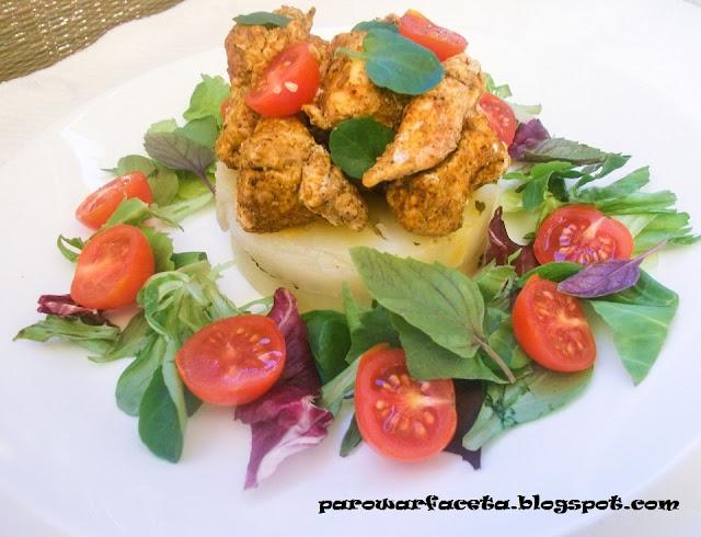 pierś z kurczaka z ziemniakami i pomidorkami na parze