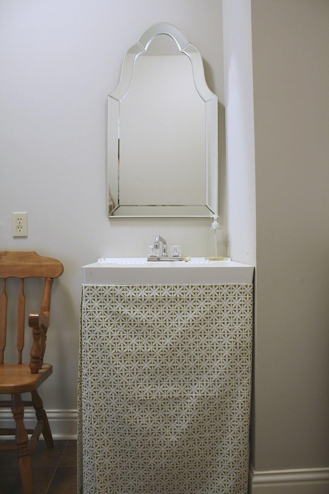 DIY Utility Sink Skirt - Home Design Interior Paris
