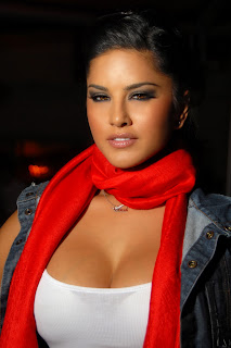 Sunny Leone cleavage photos