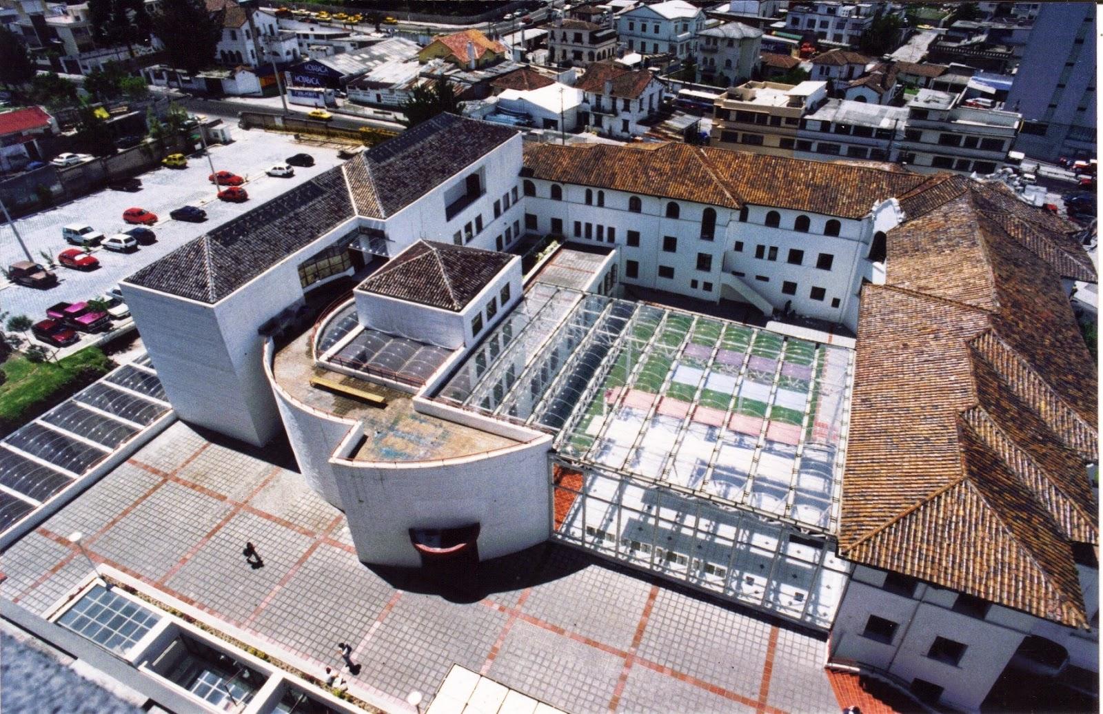 Mario v sconez ecuador 64 la creaci n de la facultad de for Arquitecto universidad