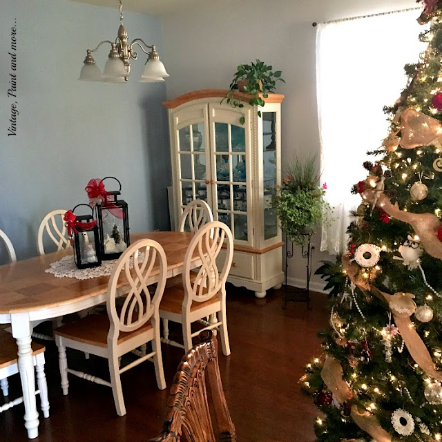 dining room at Christmas