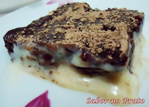 Pavê feito com pé de moleque de chocolate direto de Piranguinho. Delicioso!