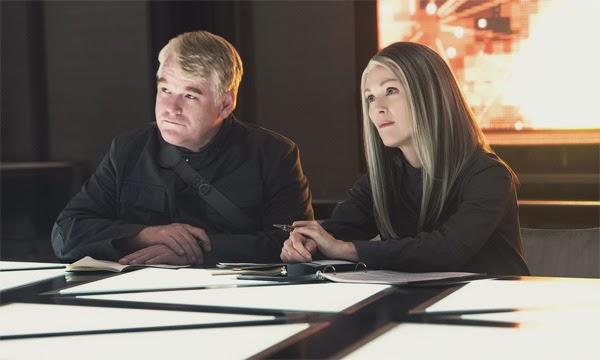 "Julianne Moore y Philip Seymour Hoffman en ""The Hunger Games: Mockingjay part 1"""
