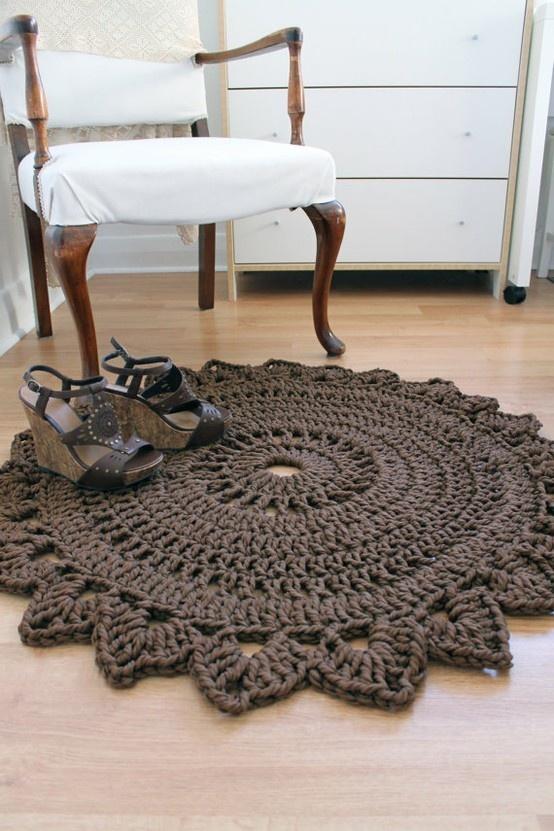... como está confeccionada esta alfombra para tratar de adivinar como