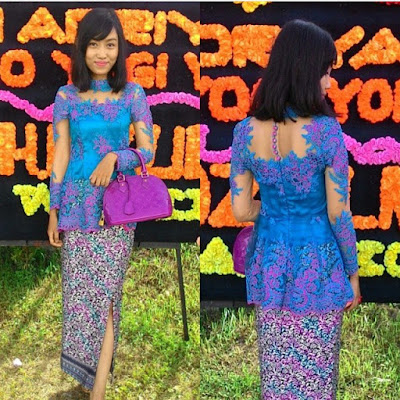 kebaya broklat biru ungu cantik dengan tas dan rok batik