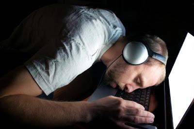 Funcionário de banco dorme no teclado e transfere mais de R$ 600 milhões Cliques Diversos