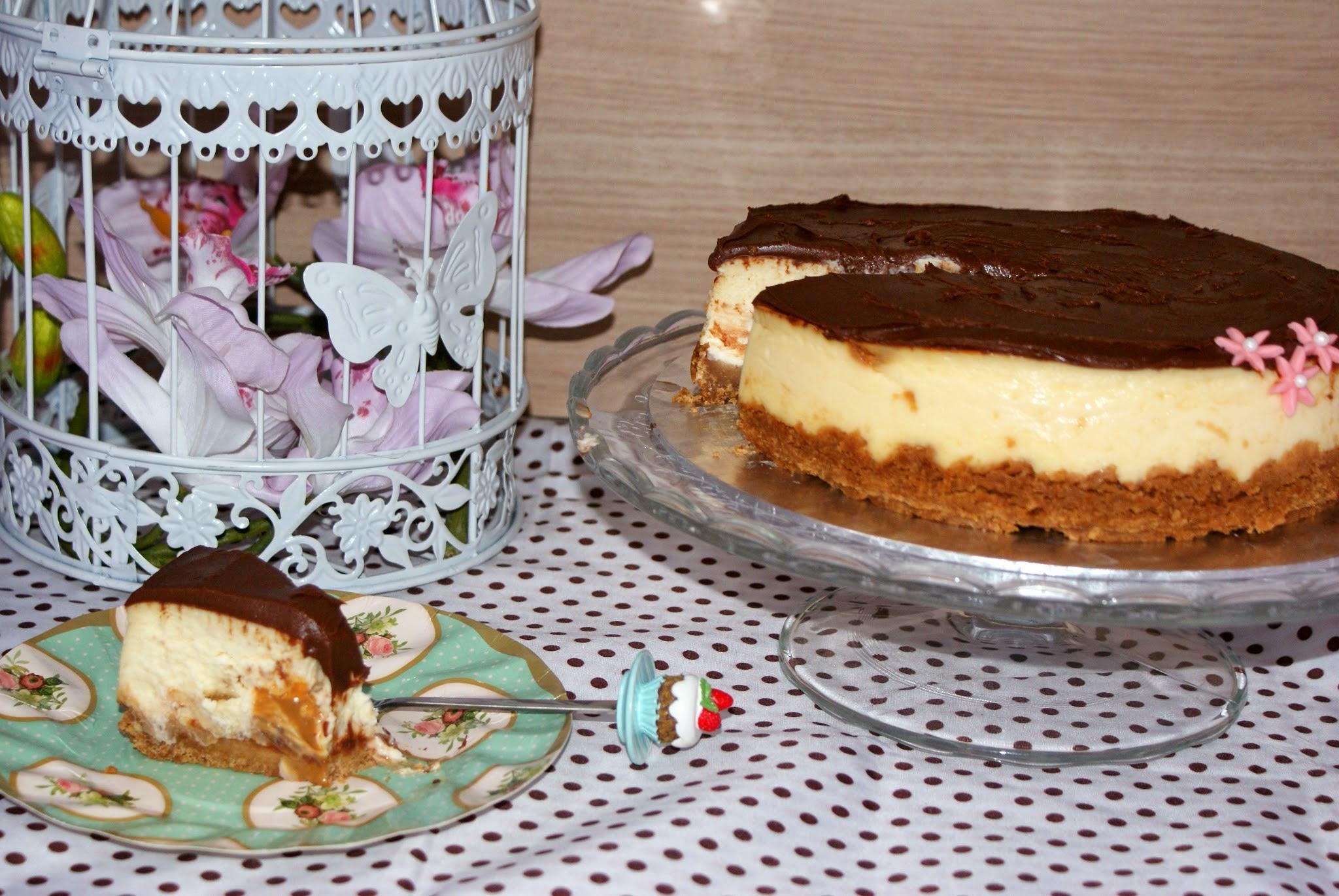 Acabado tarta de queso y chocolate con dulce de leche