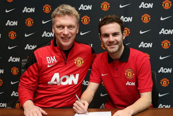 New Manchester United signing Juan Mata poses with manager David Moyes