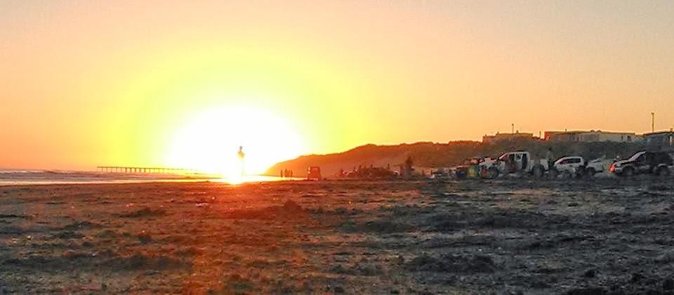 http://3.bp.blogspot.com/-YwG3WubNoHU/Upxqm4E-TqI/AAAAAAAAEqY/szElM3v_E4s/s1600/Necochea+Beach+Humanoid-1.jpg
