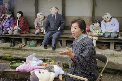 Wanita Ini Gantikan Orang Meninggal dengan Boneka