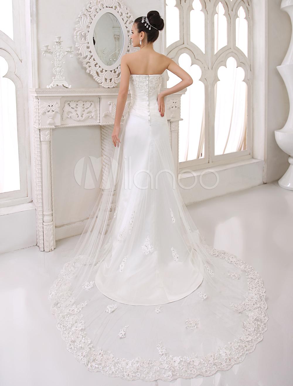 Robe de mariage foureau au perlage en satin avec des appliques en coeur
