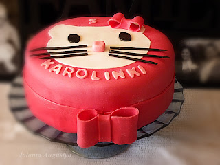 http://abcmojejkuchni.blogspot.com/2013/12/tort-hello-kitty.html