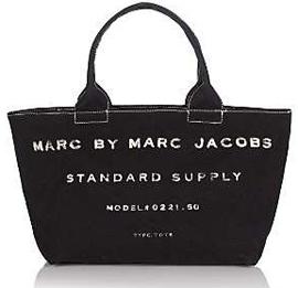 ccbeceb566646 Foi então que ele, ainda em 1993, resolveu fundar a Marc Jacobs  International para cuidar dos interesses e expansão de sua marca nos  Estados Unidos e em ...