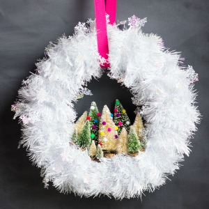 Make this sweet wreath in 30 minutes!